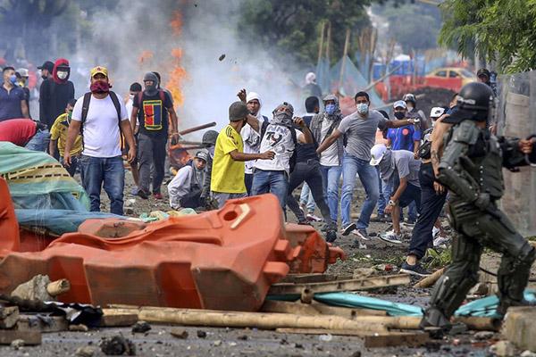 Capturan a 25 promotores de vandalismo en Colombia