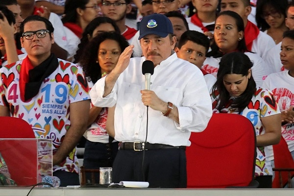 Nicaragua: agentes policiales entraron a la fuerza a dos medios de comunicación contrarios al presidente Daniel Ortega