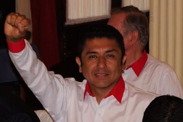 Guillermo Bermejo publicó en Twitter una foto editada con Photoshop como si se tratara de la marcha de Perú Libre