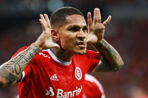 Paolo Guerrero le habría pedido rescindir su contrato al Internacional de Porto Alegre, asegura periodista brasileño
