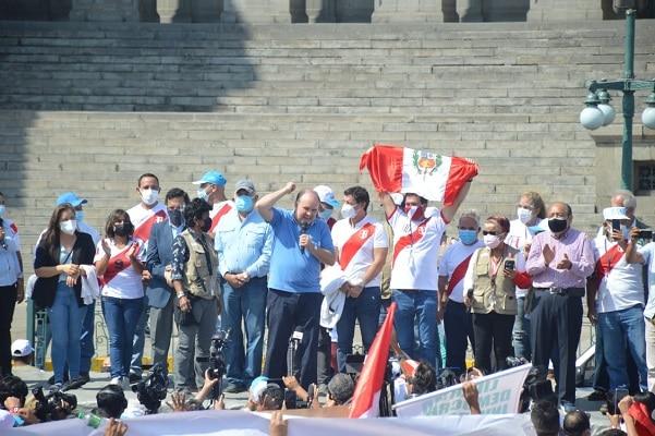 """Rafael López Aliaga: Tribunal de Honor del JNE solicita que se disculpe por """"instigar a la muerte"""""""