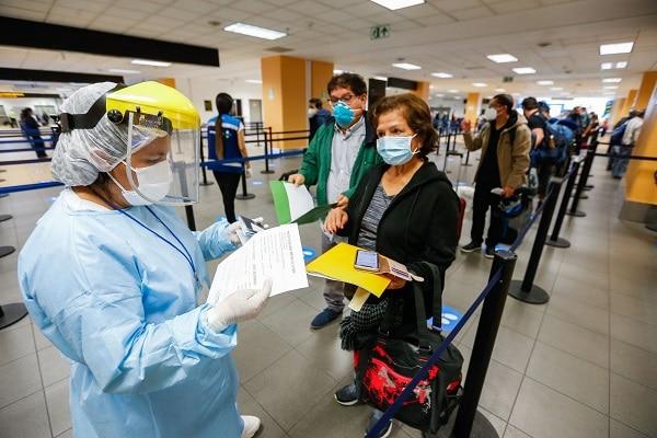 Minsa: aproximadamente 70 mil peruanos se han vacunado contra la covid-19 en el extranjero