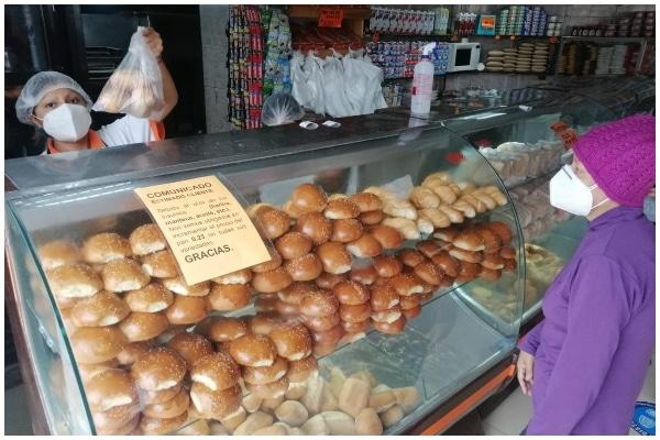 Precios del pan y del pollo suben en mercados