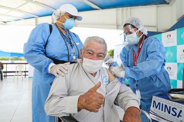 Vacuna contra la covid-19 del laboratorio Pfizer sería altamente efectiva contra todas las variantes, según investigadores estadounidenses