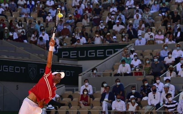 Roland Garros: Djokovic reconquista París tras remontar a Tsitsipas