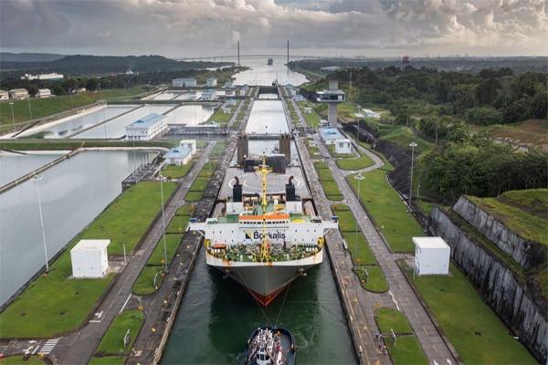 SpaceX: plataforma marina llamada «Por supuesto que todavía te amo» cruzó con éxito el canal de Panamá