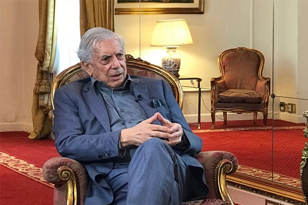 Mario Vargas Llosa reveló haber sufrido tocamientos a los 12 años por un profesor de su colegio