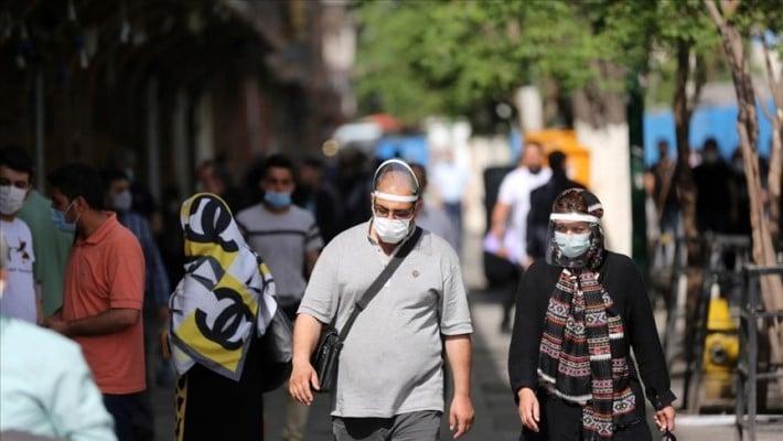 Quinta oleada de covid cierra comercios en Irán