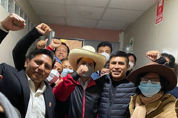Álex Flores reaviva posible cierre del Congreso: «El presidente tiene la facultad»