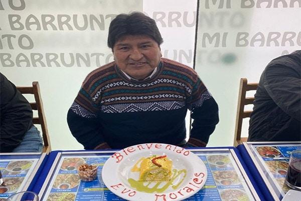 Evo Morales fue agasajado en reconocido restaurante limeño