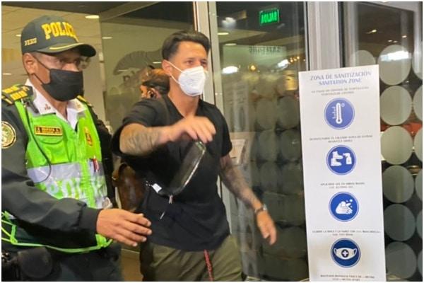 Gianluca Lapadula llegó al Perú para sumarse a la «blanquirroja»