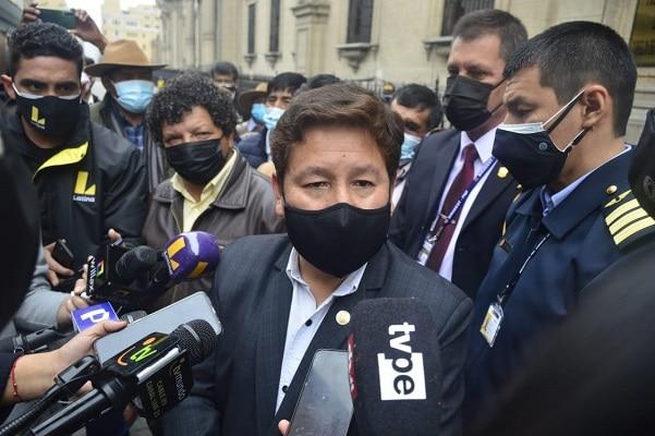 Custodios de Bellido golpean a reporteros en Tacna