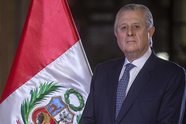 Óscar Maúrtua jura como nuevo canciller