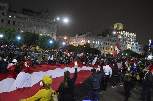 Gran manifestación en la Plaza San Martín en contra del gobierno de Pedro Castillo│FOTOS