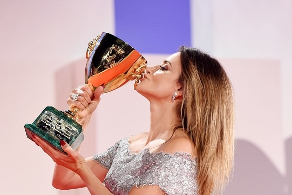 Penélope Cruz es elegida la mejor actriz en Festival de Cine Venecia