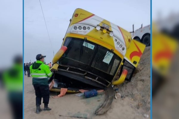 Chiclayo: dos trabajadores de empresa agroexportadora murieron tras despiste de bus