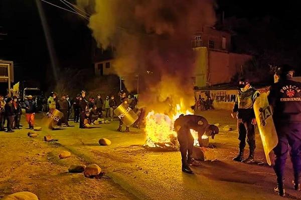 Bloqueo y 5 heridos en paro contra gobernador de Huánuco
