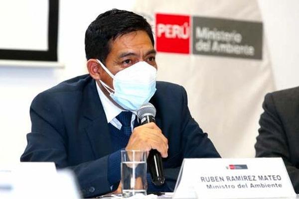 Ministro de Ambiente cuestionó posición de Aníbal Torres sobre Vladimir Cerrón