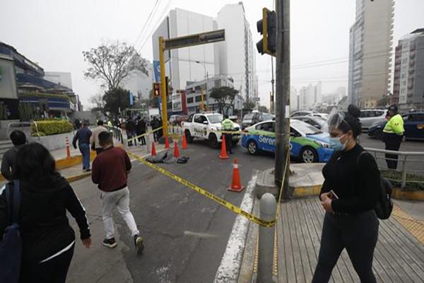 Miraflores: joven fallece tras ser atropellado por bus que iba a exceso de velocidad