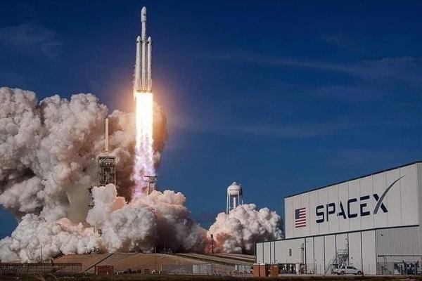 SpaceX despega en EEUU con la primera misión de civiles al espacio