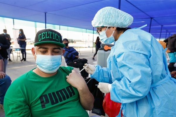 Covid-19: anuncian inicio de vacunación para mayores de 27 años