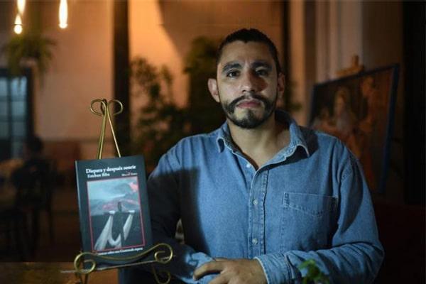 Presentan libro 'Dispara y después sonríe'
