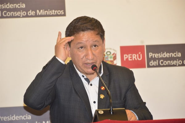 Bellido celebra relaciones con Maduro