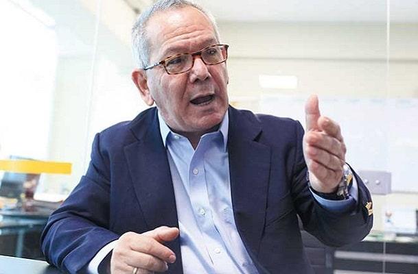 Carlos Adrianzén ante pedido de delegación de facultades: «Puede terminar en un cambio constitucional»